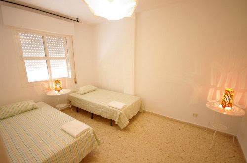 Dormitorio con cama de 90 y otra de 130