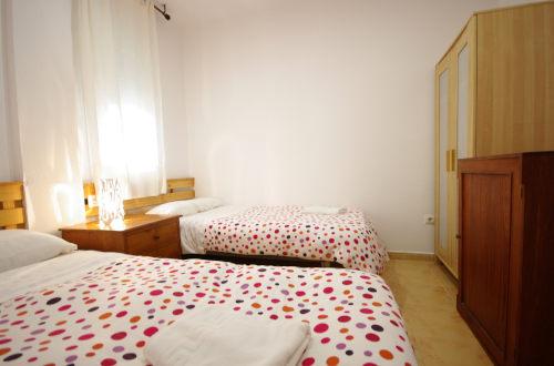 Dormitorio con dos camas pequeñas
