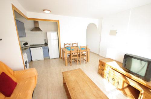 Salón, cocina y pasillo