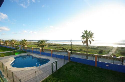 Vistas y piscina del apartamento