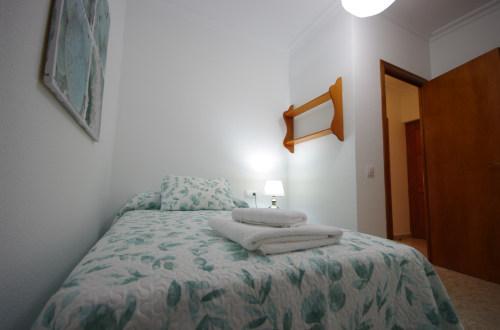 Dormitorio con 1 cama individual